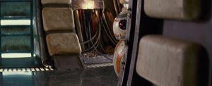 R2-D2 peaks around corner