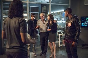 Star Labs team trying to save Dr. Stein's life