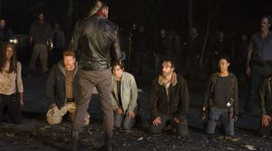 Negan lines up the cast, 6X16