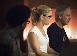 Team Arrow Hack-Off Win Derails HIVE: Arrow Season 4, Episode 22 Review