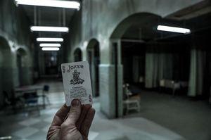 Suicide Squad set photographer shares Joker's famous tradema