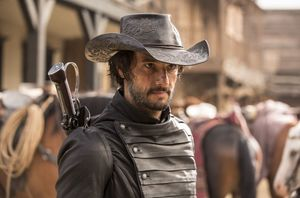 Rodrigo Santoro as Hector Escaton