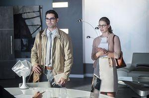 Meet Superman, Off Duty, as Clark Kent in 'Supergirl'