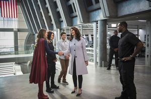 First look at Lynda Carter as the President in 'Supergirl'