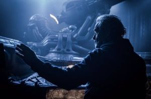 New 'Alien: Covenant' photo of Ridley Scott in front of the