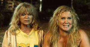 """Goldie Hawn and Amy Schumer in """"Snatched"""""""