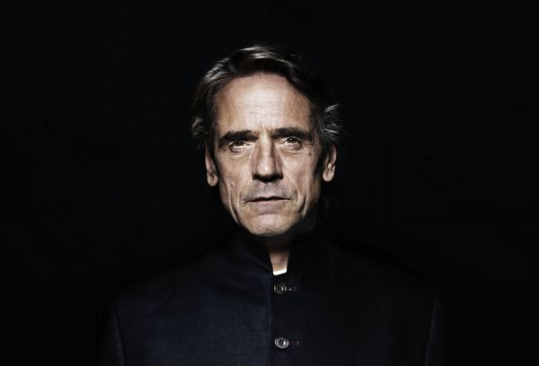 Jeremy Irons' Alfred confirmed for 'Justice League'