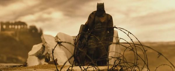 "Snyder Reveals ""Complicated and Bizarre"" Aspect to Batman v Superman"