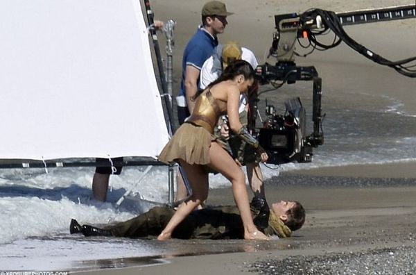 Wonder Woman Set Images