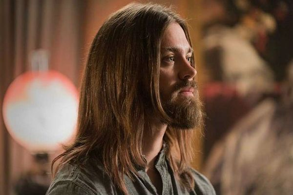 "Tom Payne Warns 'Walking Dead' Fans of ""Very Tough' Beginning to Season 7"
