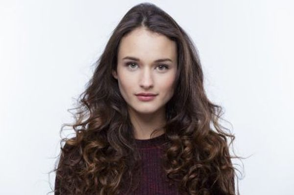 Alex McGregor to Star as Female Lead in CW Pilot 'Searchers'