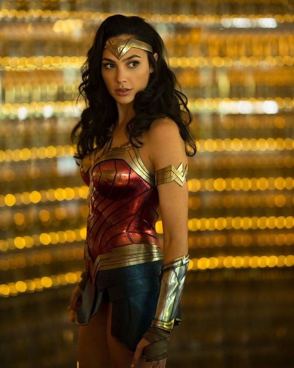 'Wonder Woman 1984' First Look: Diana Prince is back