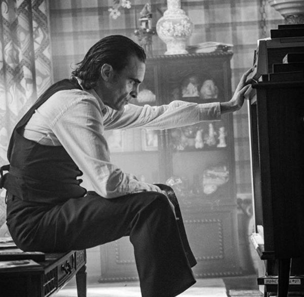 'Joker': Todd Phillips shares second look at Joaquin Phoenix as 'Arthur Fleck'