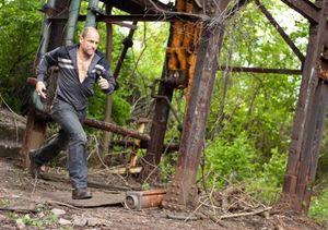 Woody Harrelson runs around
