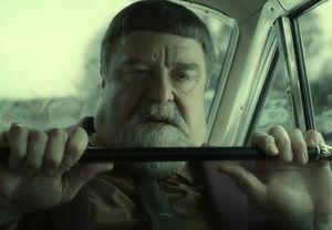 John Goodman, close-up