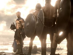 Sullivan Stapleton in front of his army on sea