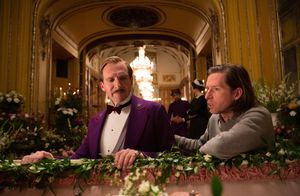 Wes Anderson and Ralph Fiennes behind the scenes in The Gran