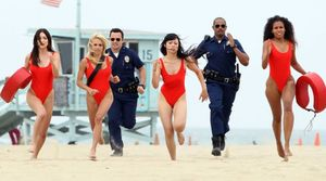 Jake Johnson and Damon Wayans Jr. Baywatch beach run