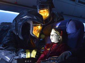 Little girl on the plane in The Strain