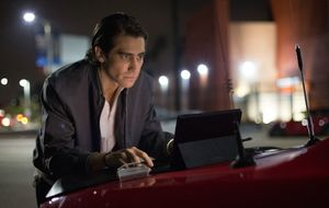 Nightcrawler Jake Gyllenhaal uses a Surface Pro to do his bu
