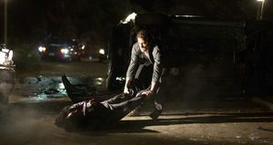 Jake Gyllenhaal as nightcrawler Lou Bloom dragging a body ov