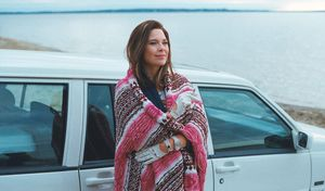 Anne Dorval in front of limo by the water - Mommy