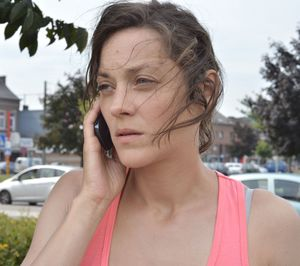 Marion Cotillard making another call