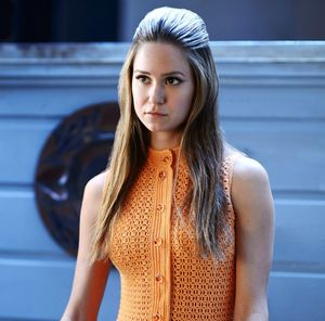 Katherine Waterston as Shasta Fay Hepworth in orange in Inhe