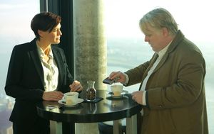 Philip Seymour Hoffman adds some liqueur to his coffee, A Mo