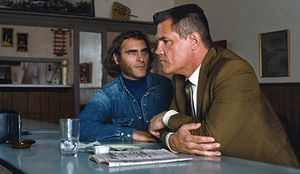 Joaquin Phoenix and Josh Brolin have a drink in Inherent Vic