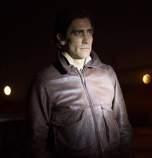 Jake Gyllenhaal as the Nightcrawler in brown leather jacket