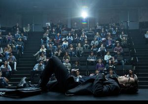Wahlberg lays down in lecture theatre