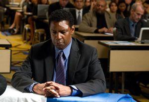 Denzel Washington in court as Whip Whitaker