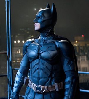 Batman looks into the sky - The Dark Knight Rises
