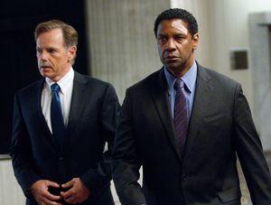 Denzel Washington and Bruce Greenwood in Flight
