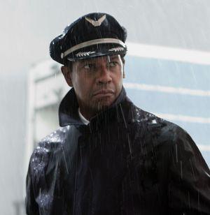 Denzel Washington wearing his captain hat in Flight