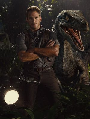 New Still of Chris Pratt and Dinosaur