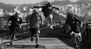 Pixadores - running on top of buildings
