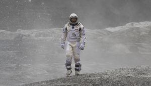 Matthew McConaughey walks around on another planet - Interst
