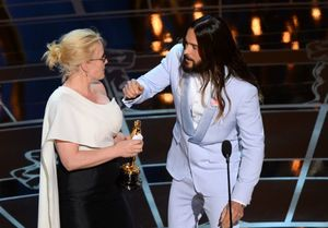 Jared Leto Presents Best Supporting Actress to Patricia Arqu
