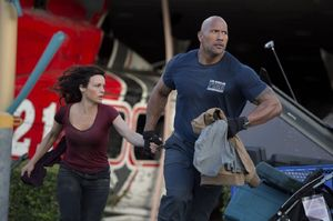 Dwayne Johnson Helps Evacuees in 'San Andreas'