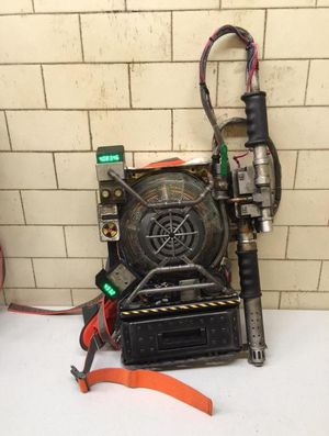 Paul Feig Shows Off the 'Ghostbusters' Proton Pack