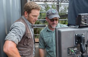 Chris Pratt and director Colin Trevorrow behind the scenes o