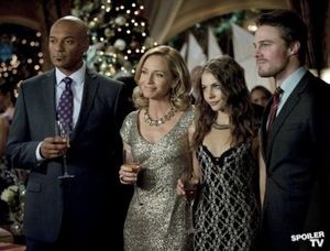 Walter Steele & Moira, Thea, Oliver Queen