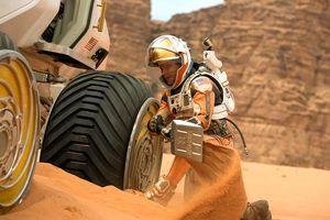 Matt Damon works on vehicle on Mars