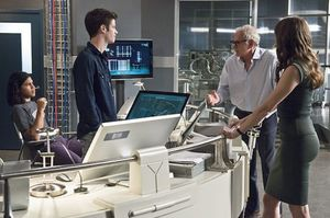 Cisco, Barry, Dr. Stein, Caitlin at Star Labs