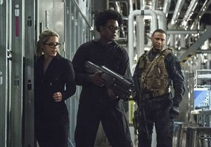 Felicity Smoak, Curtis Holt, John Diggle rescuing Ray Palmer