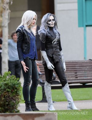 First set photos from Flash/Supergirl crossover