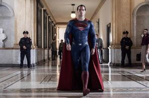 Henry Cavill Shares new Superman image
