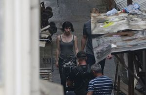New shot of Scarlett Johansson on the set of 'Ghost in the S